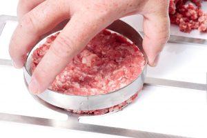 Zdejmowanie formy z burgera